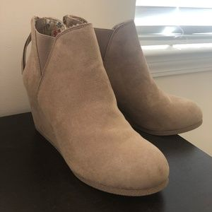 Never Worn Size 10 maurices Tan Wedge Booties